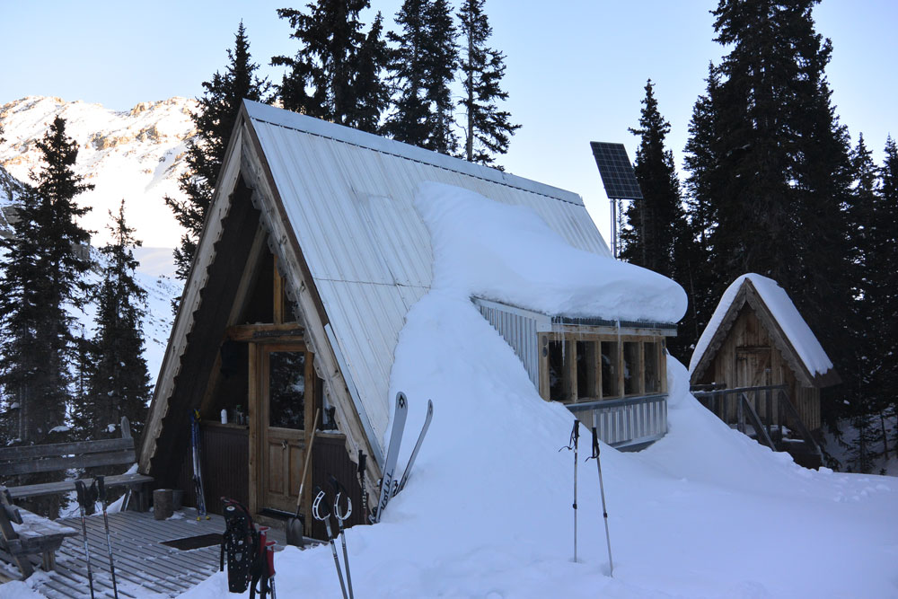 tagert-hut-winter-rmar1-2016-exterior